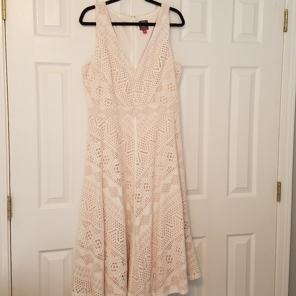 Vince Camuto Dresses & Skirts - Vince Camuto Lace Midi V Neck A Line Dress 16